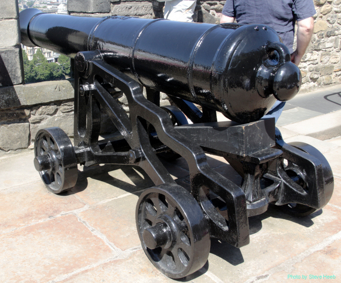 18-pound Napoleonic-era Cannons; Edinburgh Castle