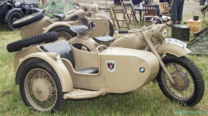 Motorcycles with sidecar (multiple)