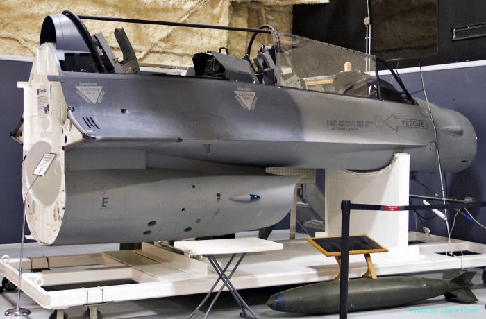 F-16 Training Simulator
