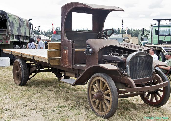 Mack Flatbed Truck