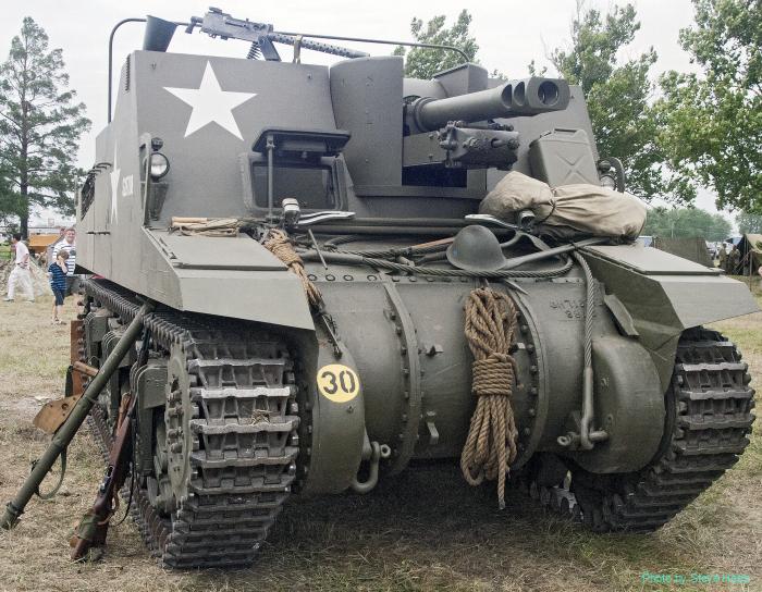 Sexton self-propelled artillery vehicle